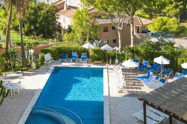Outdoor swimming pool casa vida 2 keys- family friendly apartments majorca